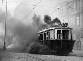 Brennende Strassenbahn