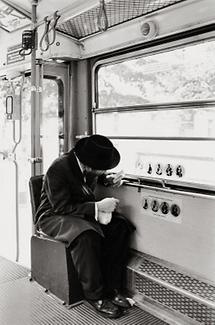 Rabbiner in einer Wiener Strassenbahn