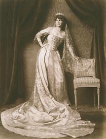 Gräfin Esterházy-Wrbna in Tracht