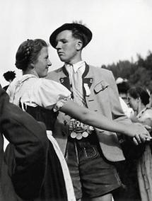 Salzburger Paar beim Volkstanz