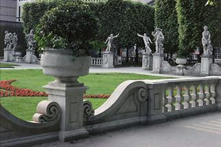 Im Mirabellgarten (2)