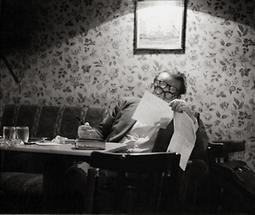 Schriftsteller Hans Weigel im Cafe Hawelka in Wien