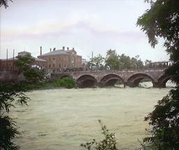 Die alte Stubenbrücke bei Hochwasser
