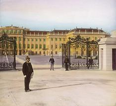 Eingang zum Ehrenhof des Schlosses Schönbrunn