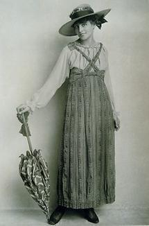 Mode-Photographie mit Trägerrock und Schirm
