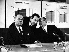 Withalm, Koren und Klaus bei einer Pressekonferenz