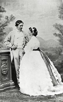 Charlotte Wolter mit Ehemann Charles O'Sullivan