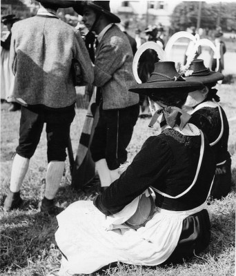Gruppe in Zillertaler Tracht, © IMAGNO/Austrian Archives (S)