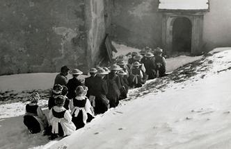Gruppe in Zillertaler Tracht (2)