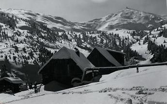 Linderhütte mit dem Zirbitzkogel