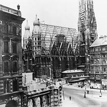 Der beschädigte Stephansdom in Wien