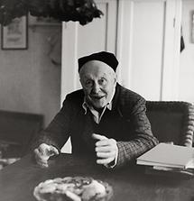 Alfred Kubin in seinem Haus in Zwickledt (1)