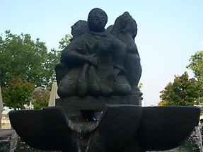 Fischweiberbrunnen1