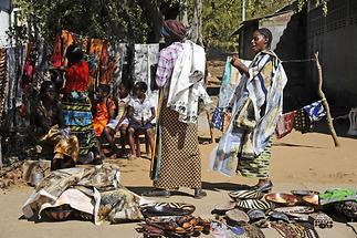Curio Market Victoria Falls (2)