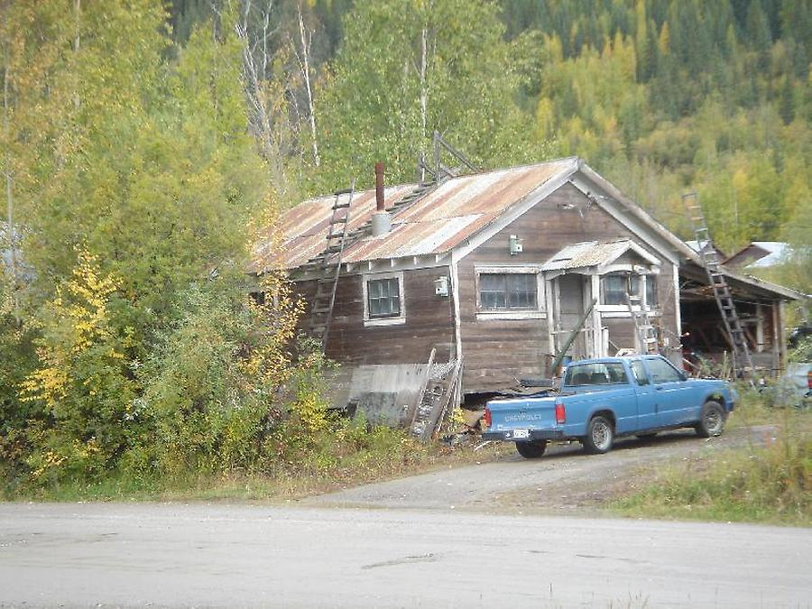 Cabin Dawson City, Photo: H. Maurer, Fall 2005