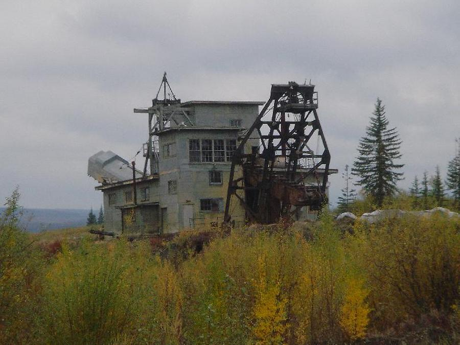 Old Goldmine near the village of Chicken, Photo: H. Maurer, 2005' from Yukon into Alaska.