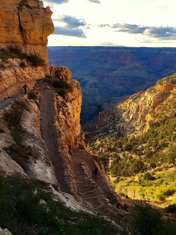 an introduction to the geography of the grand canyon The grand canyon is one of america's most beloved and well-known geographical wonders and is visited by millions of people every year the canyon is a mile deep and up to 18 miles wide in.