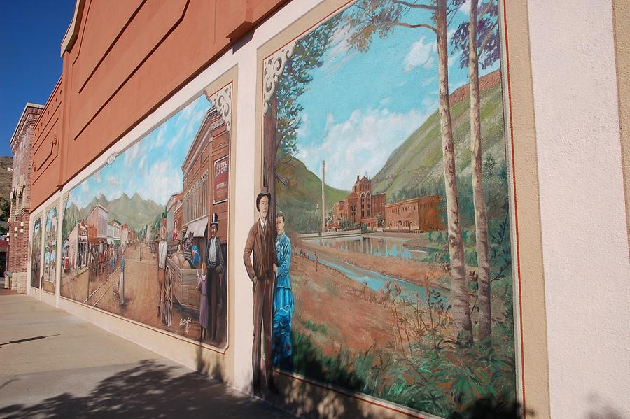 Murals in Golden to show the past