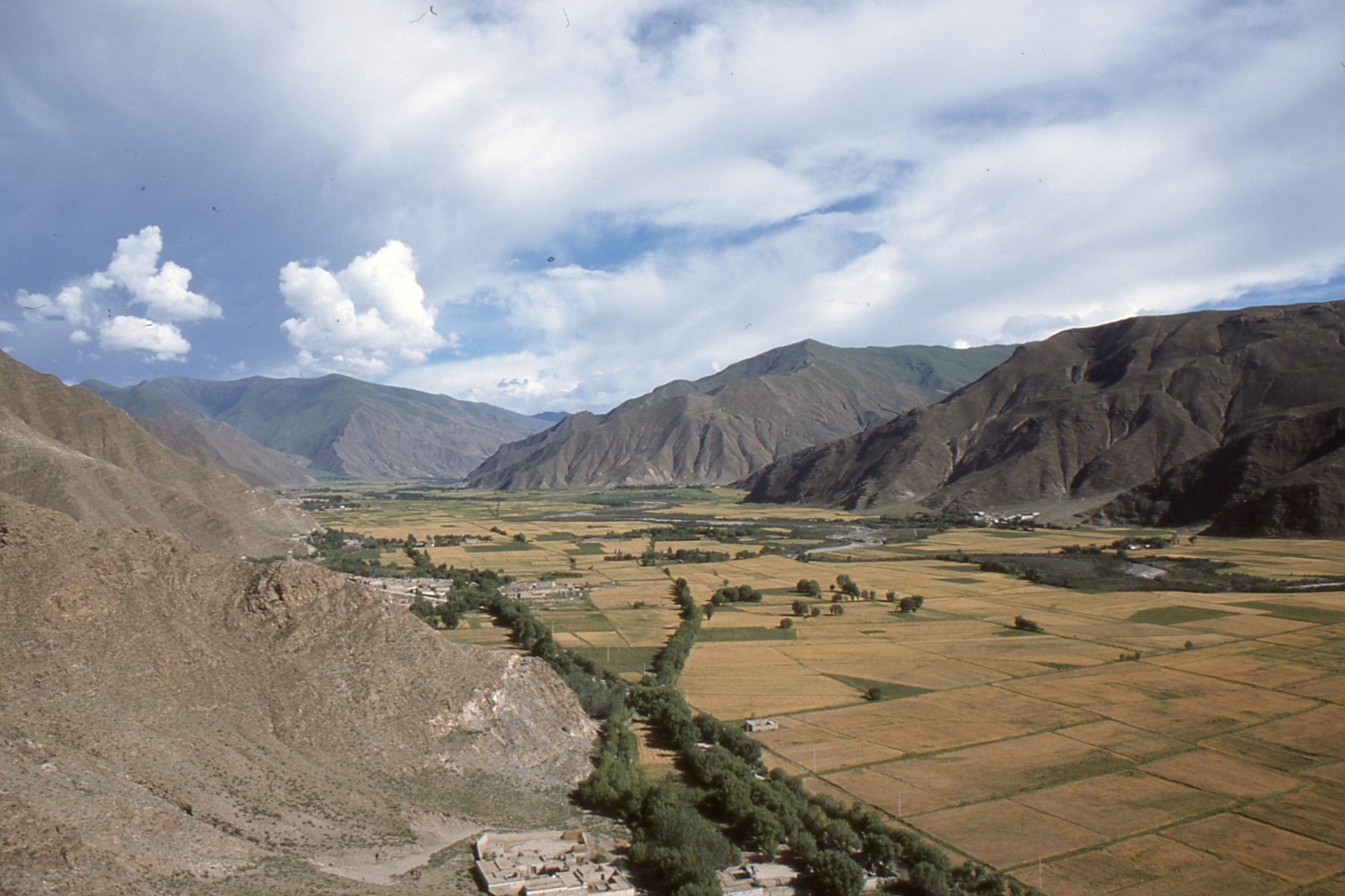 a geography of tibet Tibet has a long and diverse history, tibet's geographical formation was due to  the movement of the tectonic plates that also gave birth to the himalayas and the .