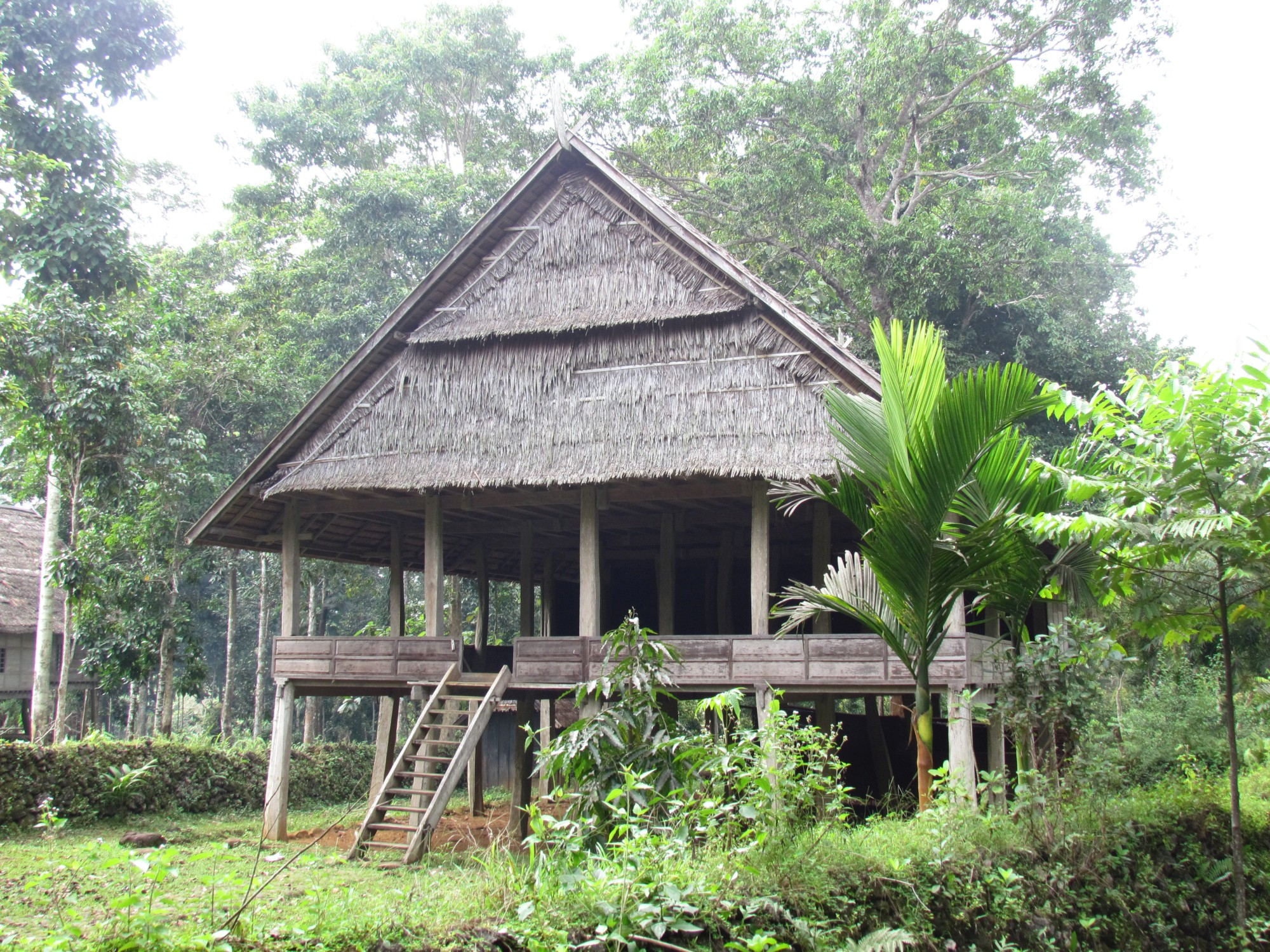 Kajang tribe house 2 sulawesi pictures geography for Tribal house