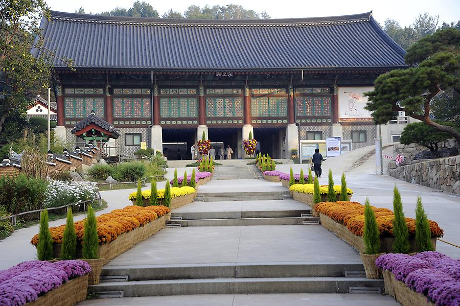 Bong eun temple, picture taken on October 8, 2011, © Gerhard Huber