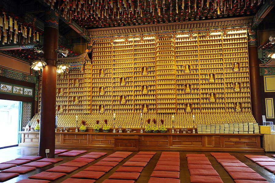 Inside Bong eun temple (1)