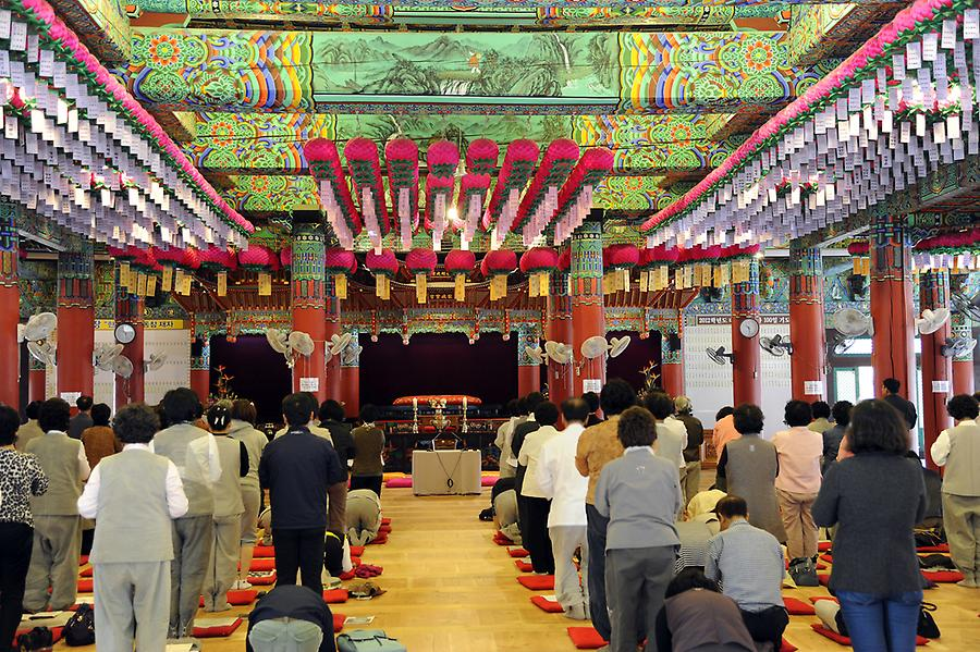 Ceremony at the Tongdo Tempel
