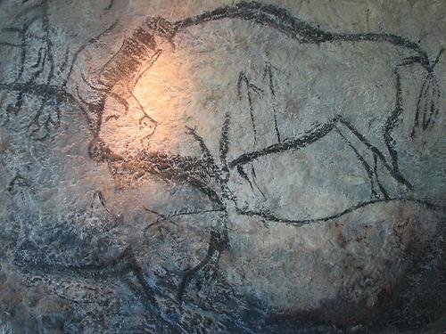 Bisons from the Black Hall (Salon noir) of the Niaux cave, Foto: HTO. From: Wikicommons in Public Domain.