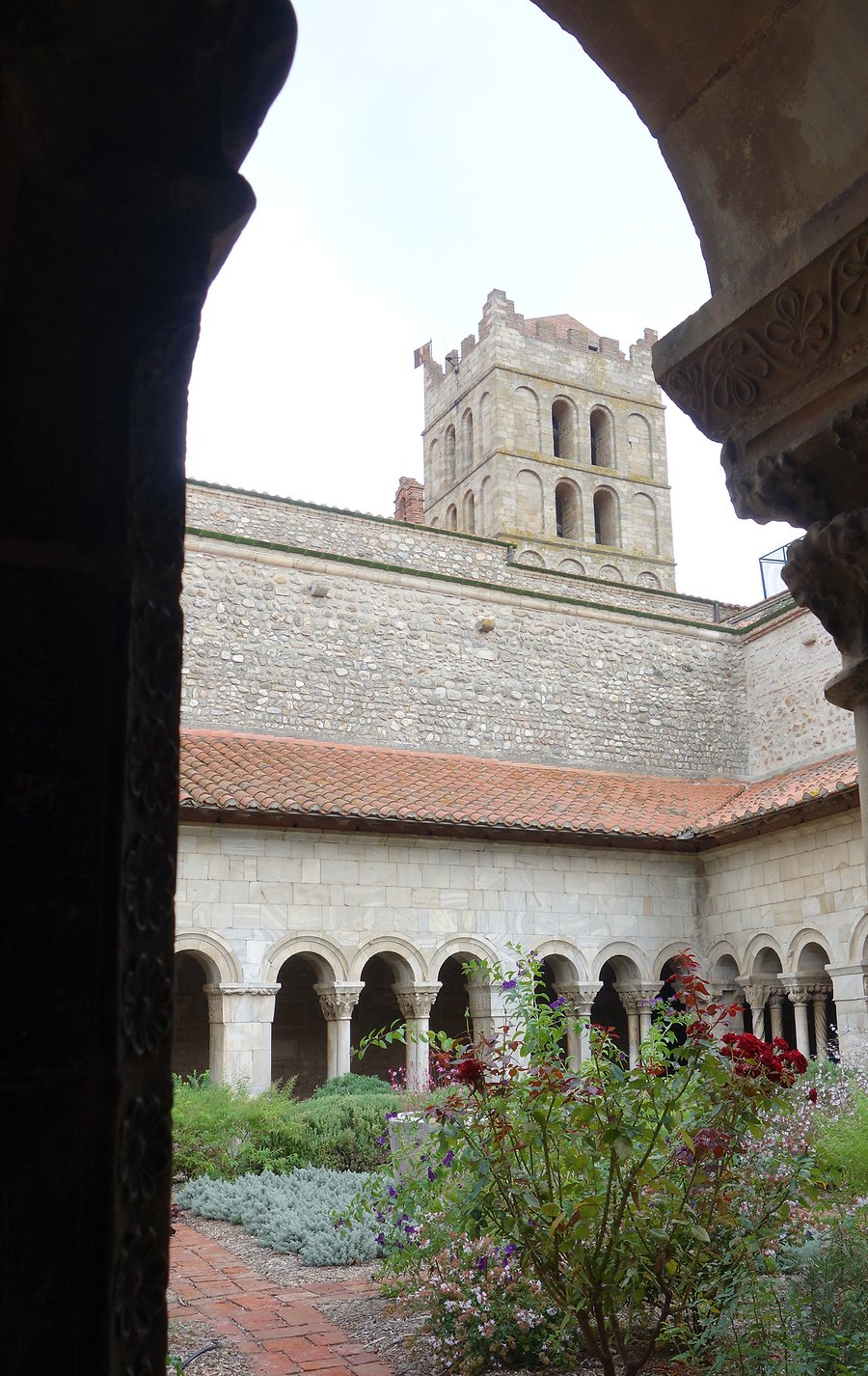 View of cloister and tower, Photo: H. Maurer, 2015