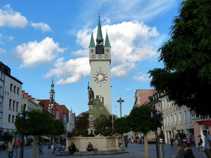 Straubing - City tower - City hall - Fountain