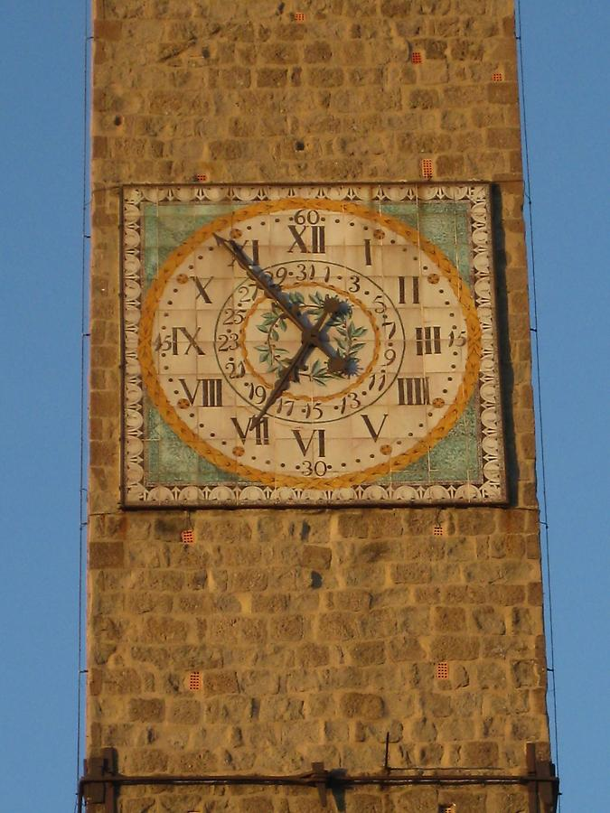 Viterbo - Piazza del Plebiscito, Clock on the Torre del Palazzo del Podesta