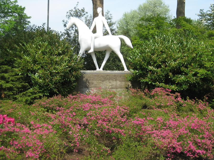 Keukenhof sculpture with horse