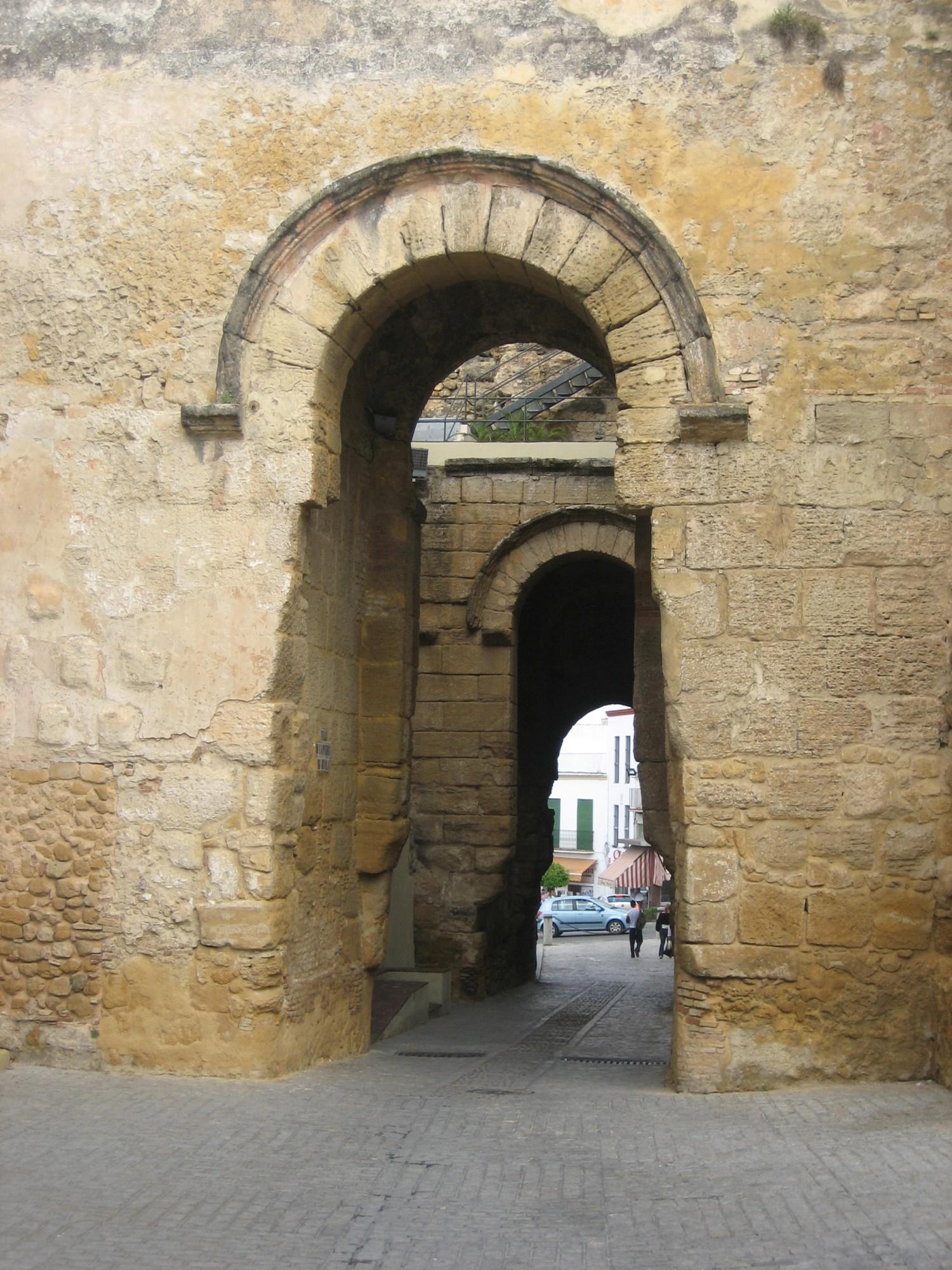 Carmona puerta de sevilla andalusia 5 pictures for Puerta de sevilla carmona