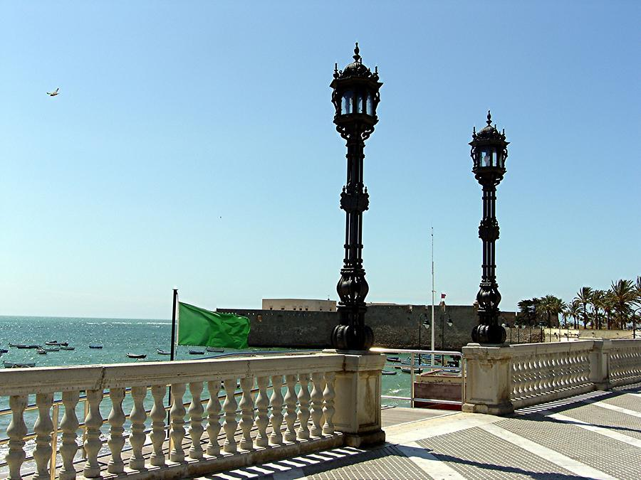 Cadiz - Promenade along the shore