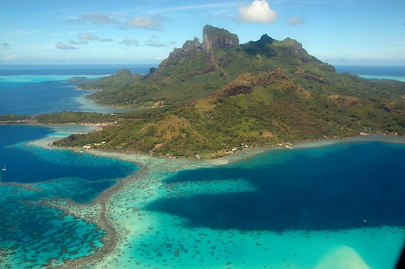Bora Bora from the air (1)