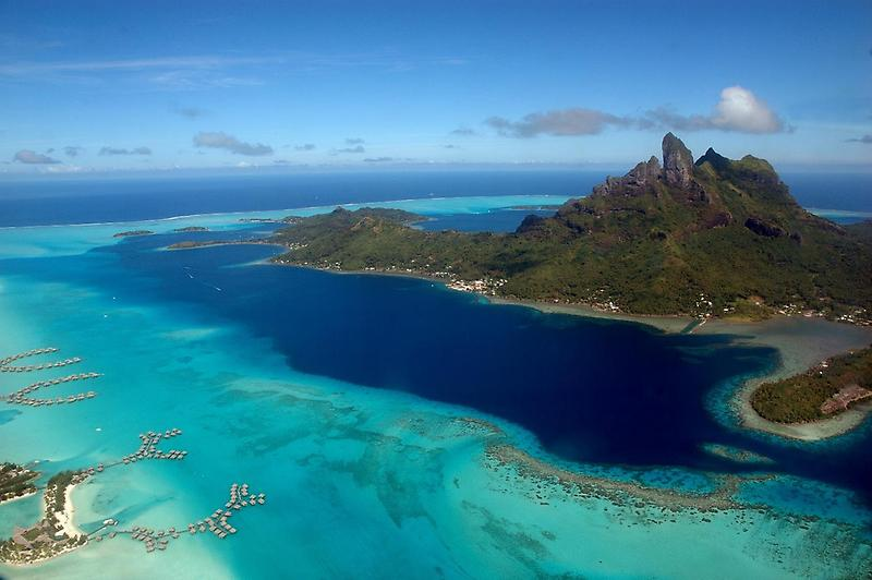 Bora Bora from the air (2)
