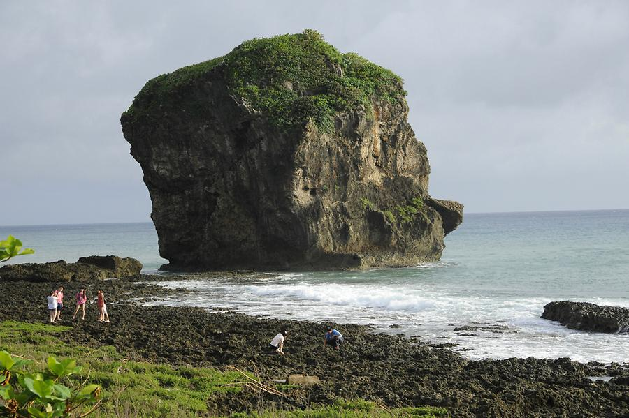 'Sailing Boat Rock' Kenting