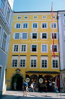 Salzburg Getreidegasse- Geburtshaus von W A Mozart