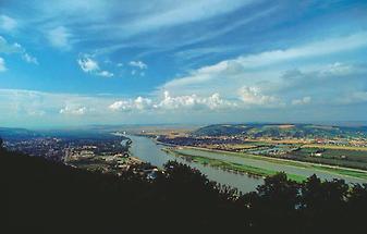 Donau bei Klosterneuburg Blick v Leopoldsberg