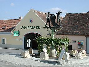 Weinmarkt mit Kundschafter