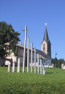 Schwarzenberg - Kirche mit Skulpturen