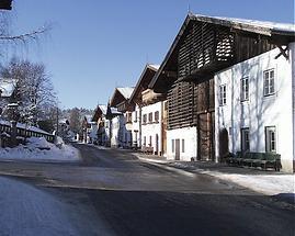 Hauptstraße im Winter