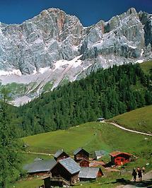 Dachstein Südwand, Almhütten bei Ramsau