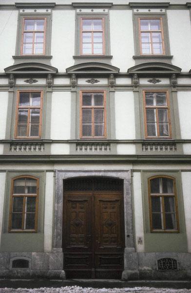 Fenster Holz Nach Ausen Offnend ~ an einem Haus in Graz bei dem die ursprünglichen Fenster nach ausen