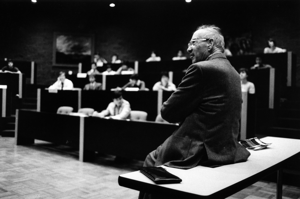 essay on peter drucker Famed management guru peter ferdinand drucker spent his life contemplating and writing about how business interests, politics, and human nature interact at companies.