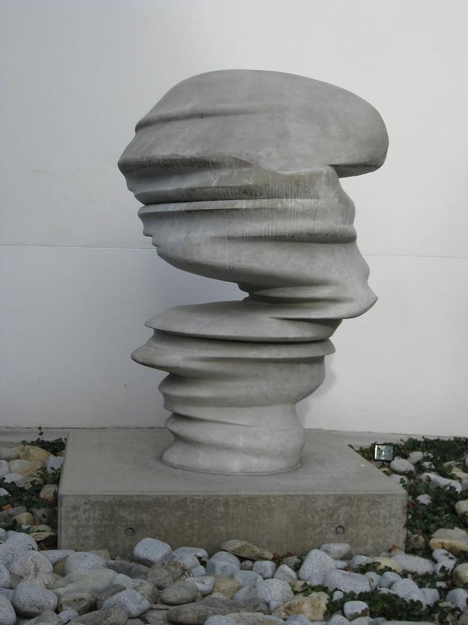 Betonskulptur 'Points of View' von Tony Cragg