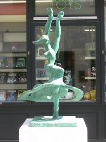 Bronzeplastik 'Flamenco' von Christine Pillhofer 1984