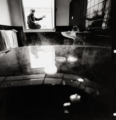 Friedensreich Hundertwasser in seinem Badezimmer | Hundertwasser ...