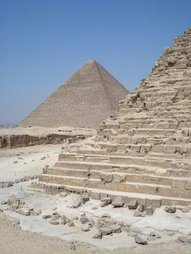 Pyramid of Khafre (1)