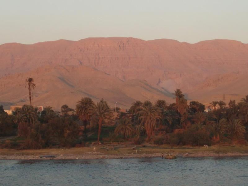 Sunset, south of Luxor (2)